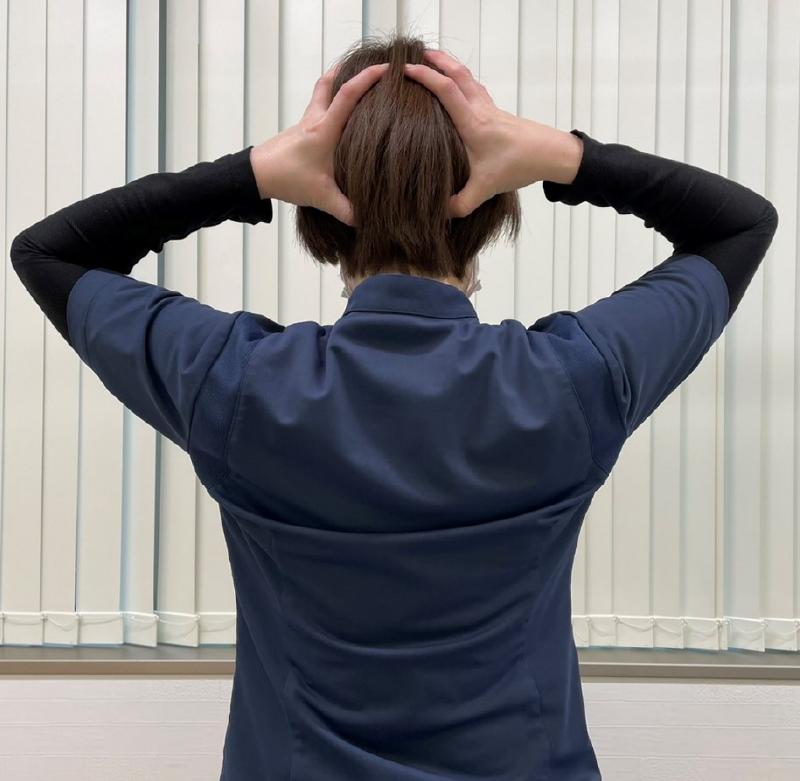こり うなじ 首 頭痛・片頭痛の原因や対処法は? 吐き気・めまいに効果的な「頭蓋骨マッサージ」【医師監修】